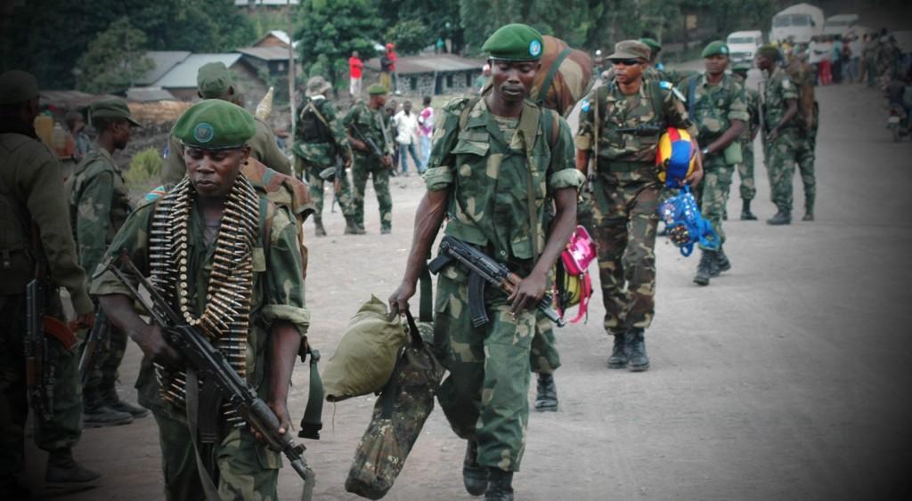 Les Forces armées nationales (FARDC) renforcent leurs positions autour de Goma après un deuxième jour (21 mai 2013) de combats entre eux et des éléments du M23 dans la localité de Mutaho à une dizaine de kilomètres de Goma. © MONUSCO/Clara Padovan